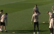 Vì lý do khó tin, Ramos 'hành động trẻ con' với Vazquez suốt buổi tập