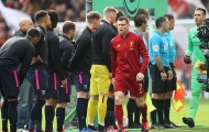 Lo sợ Corona, sao Liverpool có hành động khiến NHM 'chết cười'