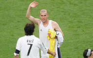 Trước khi treo giày, Zidane từng được Perez níu kéo bằng một siêu hợp đồng