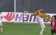 Vượt mặt Oblak, Courtois chạm một tay vào danh hiệu Zamora