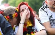 Cổ động viên Đức khóc lóc đau đớn ở Berlin