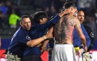 Lập cú đúp cho La Galaxy, Ibrahimovic cởi áo khoe hình xăm cực chất