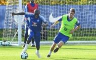 Chelsea chia thành 2 đội, Kante liên tục 'so kè' với Jorginho