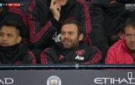 Fan Man Utd nổi giận với Sanchez và Mata