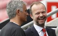 Ed Woodward mang tin vui chuyển nhượng đến fan Man Utd