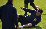 Ronaldo 'té chổng vó' trước ngày đến Tây Ban Nha