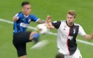 Bonucci nói gì trước tình huống chạm tay dẫn đến penalty của De Ligt?