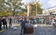 Thị trưởng gợi ý dời tượng Zlatan từ Thụy Điển về Milan trưng bày