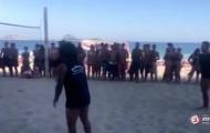 Marcelo tranh thủ kỳ nghỉ để 'khoe tài' trên bãi biển