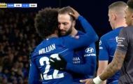 Fan Chelsea phát sốt vì 1 điều giữa Willian và Higuain trận Sheffield