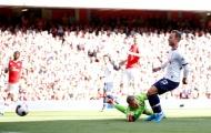 Gary Neville chỉ ra 2 nhân tố dẫn đến bàn thua của Arsenal