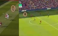 Van Dijk 'hóa' Maguire, Liverpool nhận bàn thua cực đau như Man Utd