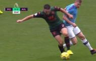 Chỉ 1 động tác, 'khao khát' của Man Utd biến De Bruyne thành vô hình