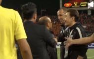 NÓNG! Bị trợ lý HLV Thái Lan khiêu khích, thầy Park nổi đóa lao vào đối đầu