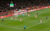 'Arsenal có những hậu vệ thật sự tệ hại'