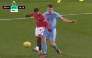 Man Utd đang thua, Lingard vẫn cố diễn trò trên sân