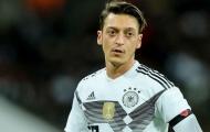'Bóng ma Ozil đã biến mất, cậu ta chơi như *** suốt những năm qua'