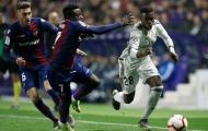 Thắng nhờ penalty và mất thêm người, Real nơm nớp lo sợ chờ Barcelona