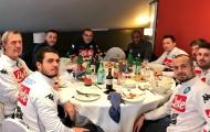 Huyền thoại Arsenal từ Mỹ sang Napoli... selfie với cầu thủ