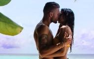 Đi du lịch, sao Lazio tâm sự 'chuyện vợ chồng' trên bờ biển