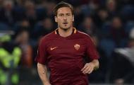 Totti từng 'té ngửa' trước một... tù nhân