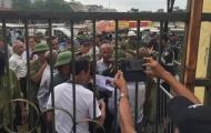 'Thương binh' tập trung gây rối trước cửa VFF đòi mua vé trận Việt Nam - Malaysia