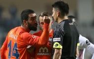 SỐC! Sao Barca nhận án treo giò 16 trận vì tấn công trọng tài