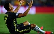 Tiếp tục làn sóng, cựu 'Quỷ đỏ' lên tiếng về thẻ đỏ của Ronaldo