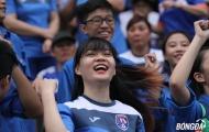 Fan nữ 'đốt lửa' khán đài sân Cẩm Phả