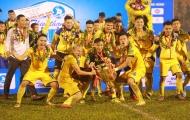 Chùm ảnh: Bóng đá xứ Nghệ vỡ òa niềm vui vô địch tại 'chảo lửa' thành Vinh