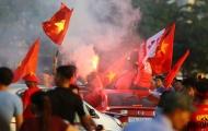 Pháo sáng lại cháy tưng bừng trước trận Việt Nam tái đấu Philippines