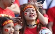 Fan nữ bốc lửa, cháy hết mình cùng Quang Hải, Công Phượng đấu Jordan
