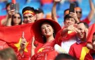 Ngập tràn sắc đỏ, CĐV Việt Nam sẵn sàng cháy hết mình trên sân Al Maktoum (UAE)
