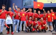 Video CĐV đặt cửa Quang Hải ghi bàn, ĐT Việt Nam đánh bại Thái Lan 2-0