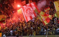 CHÍNH THỨC: Hà Nội FC bị 'treo sân' vì pháo sáng