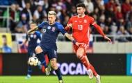 Cầu thủ đổ máu, xứ Wales chật vật giành về 1 điểm từ Đông Âu