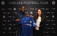 Sao Chelsea có biểu cảm bất ngờ ngày chạm mặt 'Bà đầm thép'