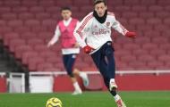 'Đối thủ' trở lại, Mesut Ozil bắt đầu lo lắng vì hình ảnh này