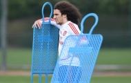 Sao Arsenal gây choáng với kiểu tóc mới nhất của mình trên sân tập