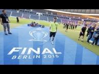 Buổi tập làm quen sân của Barcelona trước trận chung kết