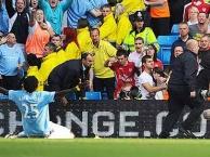 Khoảnh khắc Adebayor bị fan Arsenal ghét cay ghét đắng
