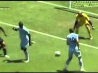 Mario Balotelli tự biến mình thành trò hề trên sân