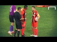 Khi penalty khiến đồng đội quay lưng với nhau