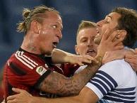 Những khoảnh khắc điên rồ trong bóng đá năm 2015