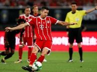 Robert Lewandowski chơi đầy nỗ lực trước Arsenal