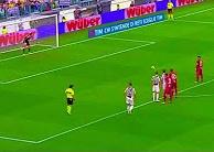 Vừa trở lại Serie A, Buffon đã trổ tài bắt pen