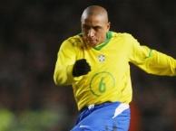 10 cú sút phạt đẳng cấp của Roberto Carlos