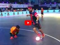 Ronaldinho trổ tuyệt kĩ tại Premier Futsal 2017
