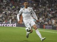 Pha đi bóng xé toang hàng thủ Tottenham của Ronaldo