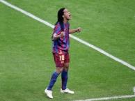 Ronaldinho - Những khoảnh khắc 'phù phép' trên sân cỏ